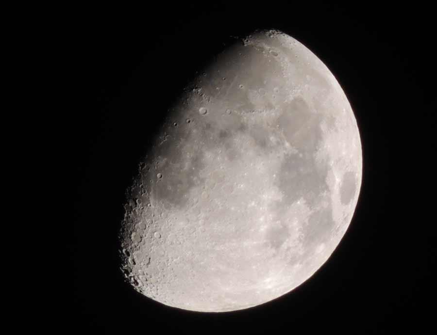 Trotz technischer Fortschritte ist bei der Mond-Erforschung noch immer viel manuelle Analyse notwendig. Künstliche Intelligenz soll Astronomen zukünftig eine besonders zeitintensive Aufgabe abnehmen.