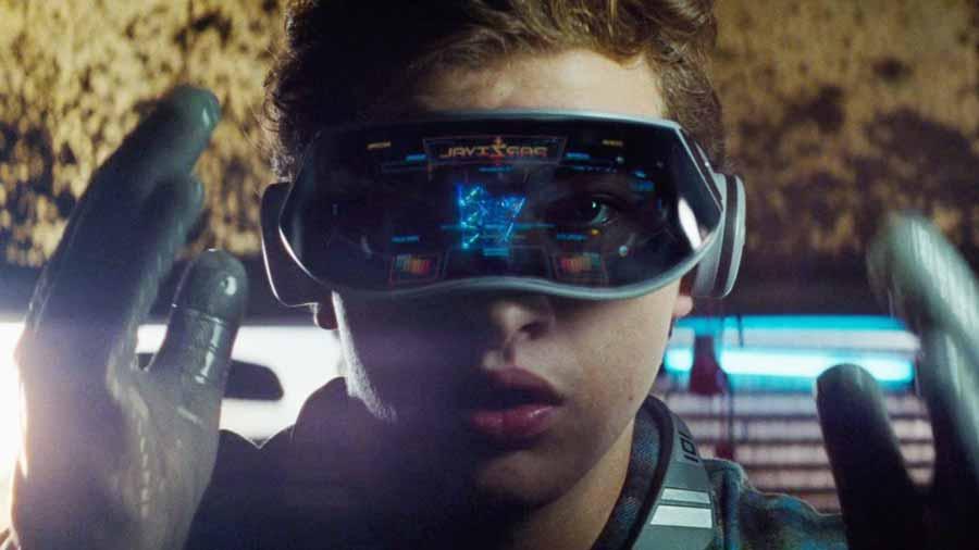 Augenkontakt mit VR-Brille: Das wäre ein Riesending für die Branche. Bild: Warner Bros.