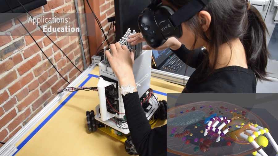 Volkswagen tut sich mit der Stanford Universität zusammen und testet ein experimentelles Haptik-Gerät, das digitale Oberflächen und Konturen spürbar machen kann.