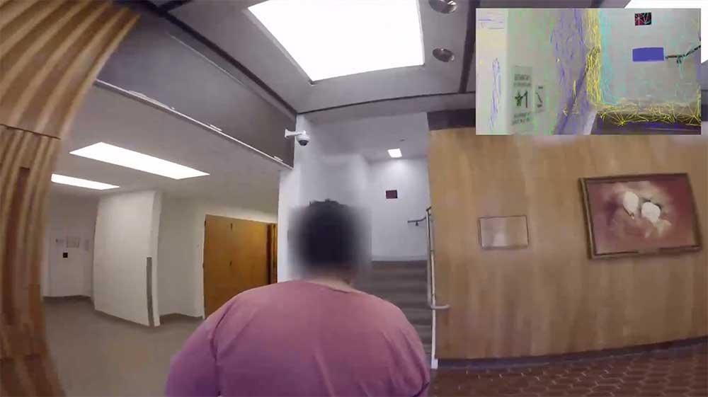 Hololens hat dank Tiefensensoren ein räumliches Verständnis der Umgebung. Diese Fähigkeit kann Menschen mit Sehschwäche helfen, im Raum zu navigieren.