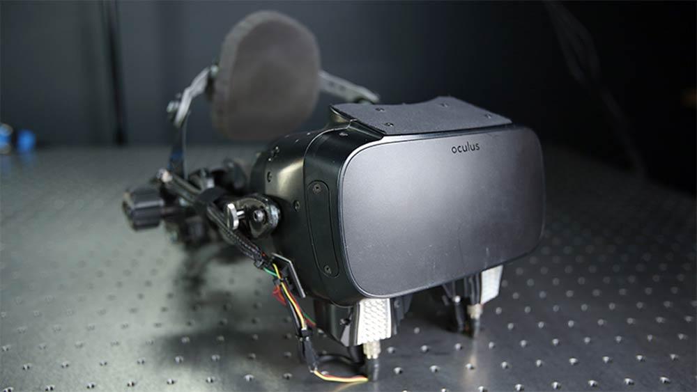 Der zweite Halfdome-Prototyp sah noch immer recht experimentell aus. Bild: Oculus