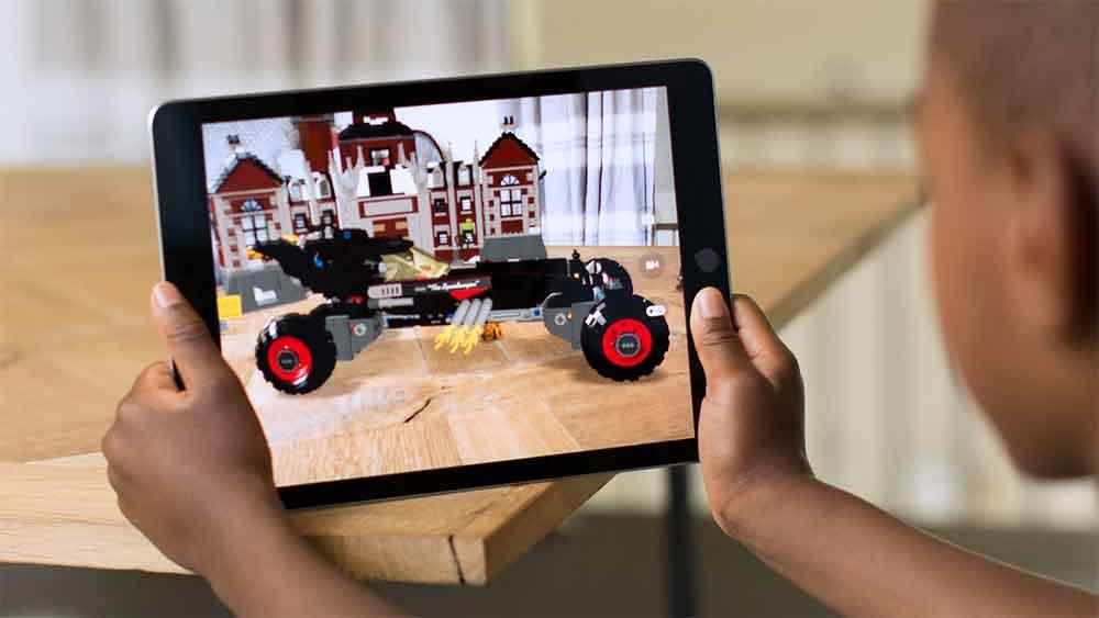 Laut dem Branchenblatt Bloomberg konzentriert sich das Unternehmen dieses Jahr auf Software und präsentiert das nächste große Update für Augmented Reality.