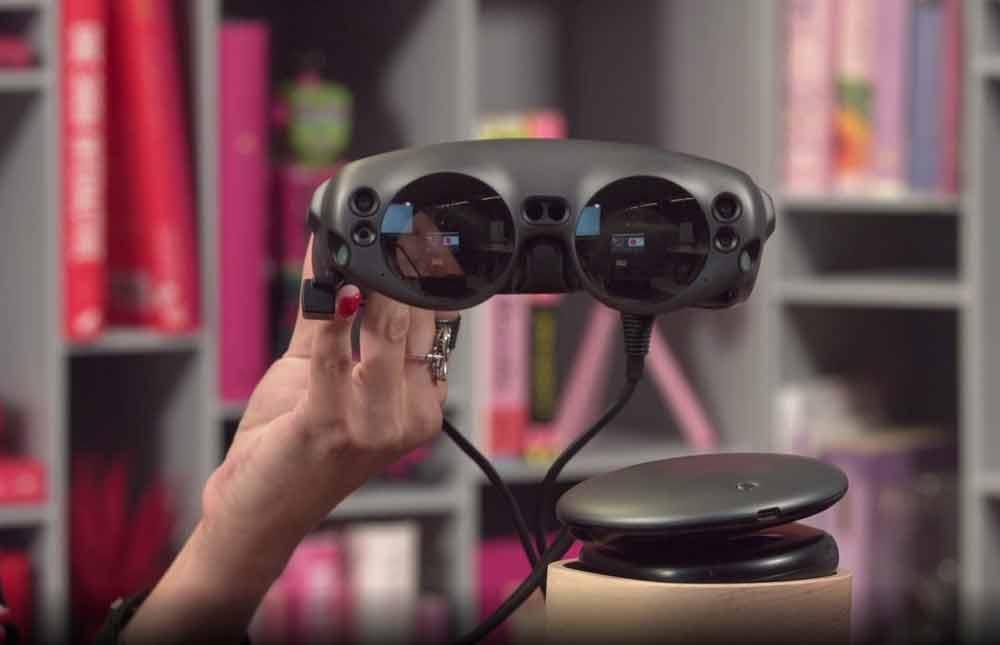 Bei Twitch zeigte Magic Leaps Marketing-ManagerinShanna De Iuliis die Lightwear-Brille in der Nahaufnahme. Eine Live-Demo gab es allerdings nicht.