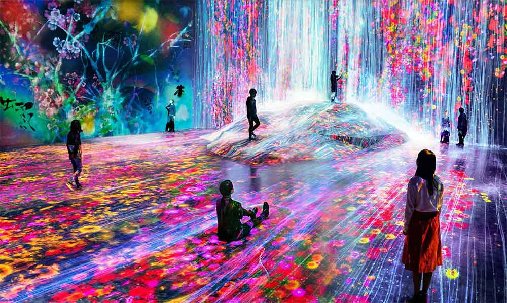 In Tokyo eröffnete ein Museum, das mit seinen interaktiven Lichtprojektionen eine visuelle Erfahrung bietet, die man ansonsten nur von Virtual Reality kennt.