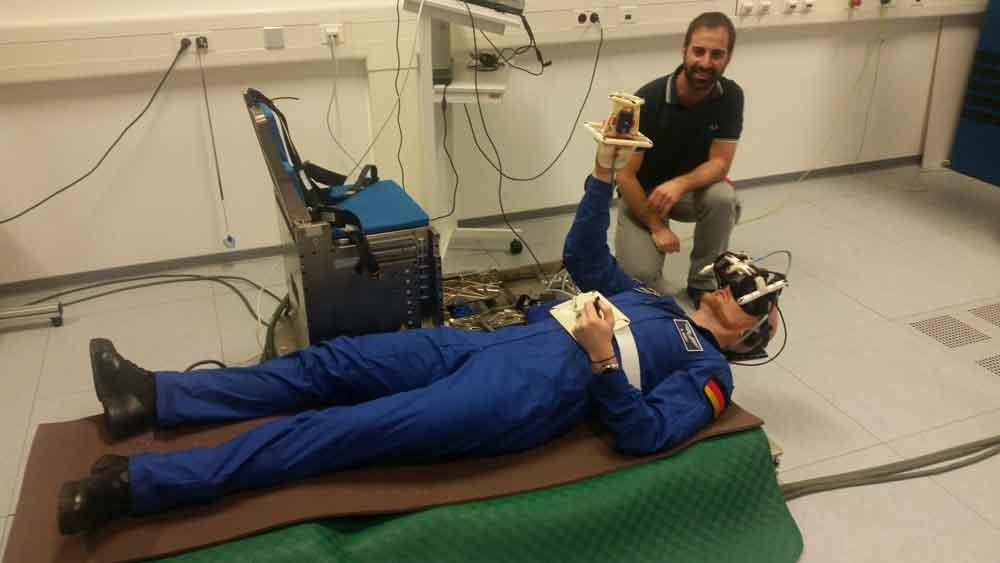 Astronaut Gerst muss denselben VR-Test auf der ISS und auf der Erde durchführen. Bild: ESA