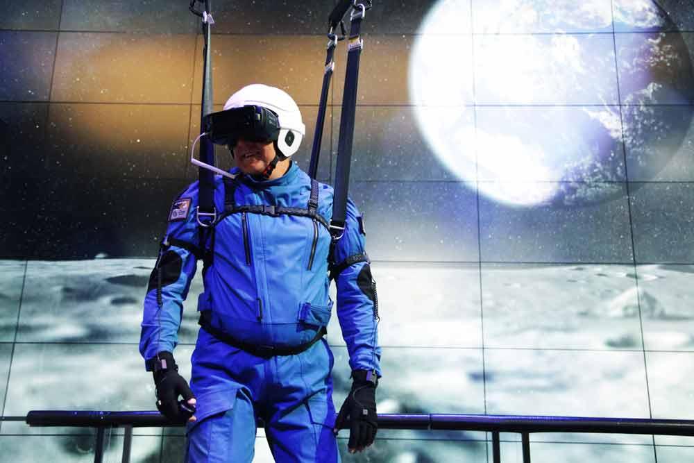 Samsungs neue Virtual-Reality-Attraktion simuliert einen Spaziergang auf den Mond. Die NASA steht Pate.