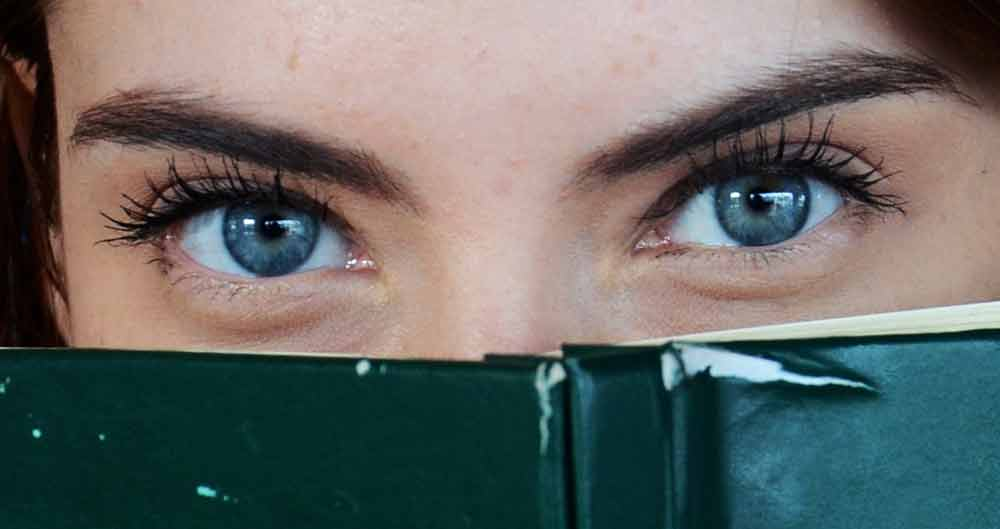 Psychologen konnten in einem Experiment mit Hilfe eines maschinellen Lernverfahrens vier von fünf für Menschen typische Persönlichkeitsmerkmalen zuverlässig an den Augenbewegungen erkennen.