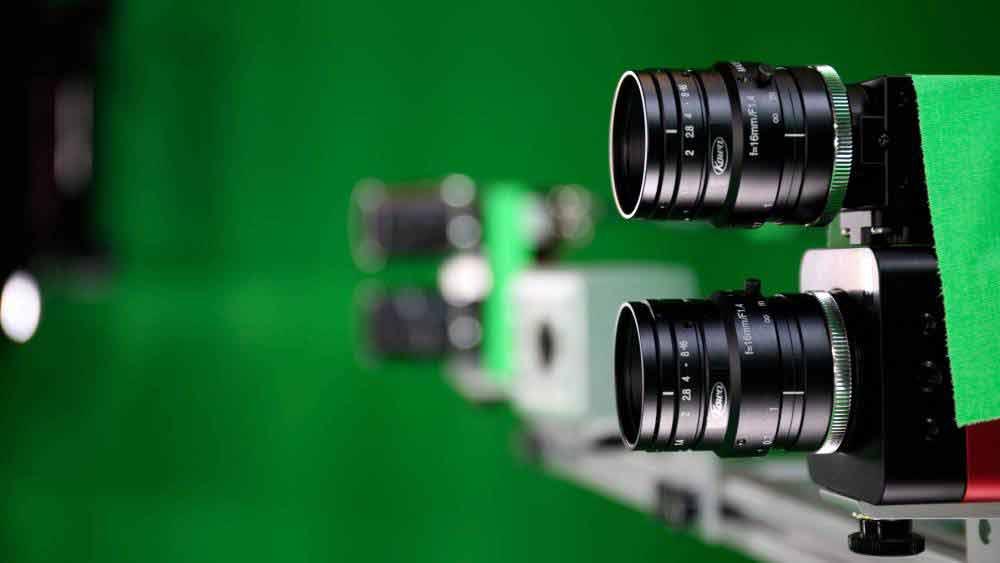 Herkömmliche Kameras filmen die Szene, 3D-Tiefensensoren vermessen sie. Bild: Metastage