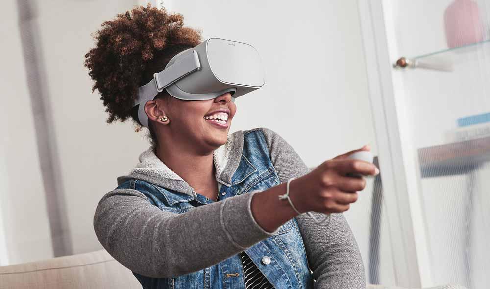 Facebook investiert massiv in VR und AR. Mit einer Umfrage will das soziale Netzwerk die Zukunftstechnologien Vermarktern schmackhaft machen.