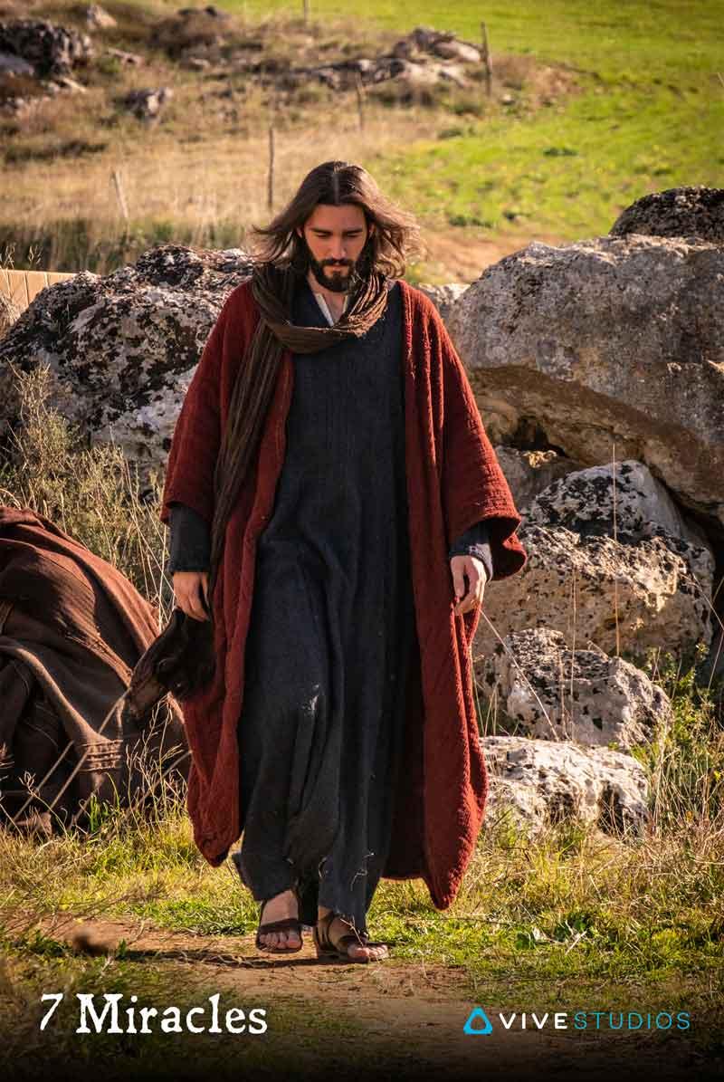 Lange Haare, einfache Kleidung, Sandalen: Könnte Jesus sein. Bild HTC