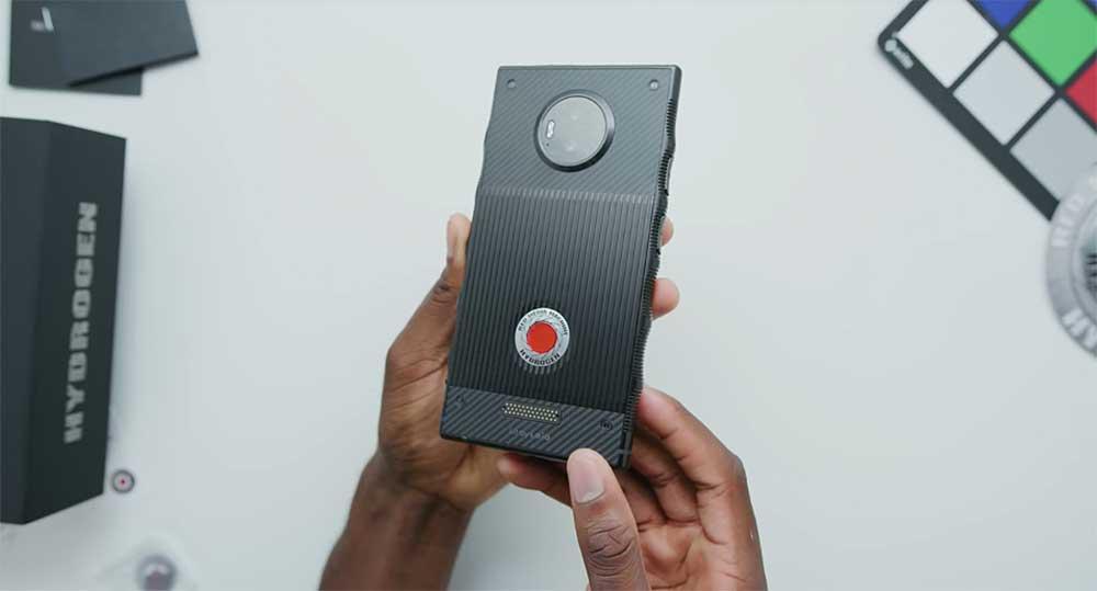 Die meisten Smartphones sind sich in Aussehen und Funktionalität sehr ähnlich. Auf das Red Hydrogen One trifft das nicht zu.