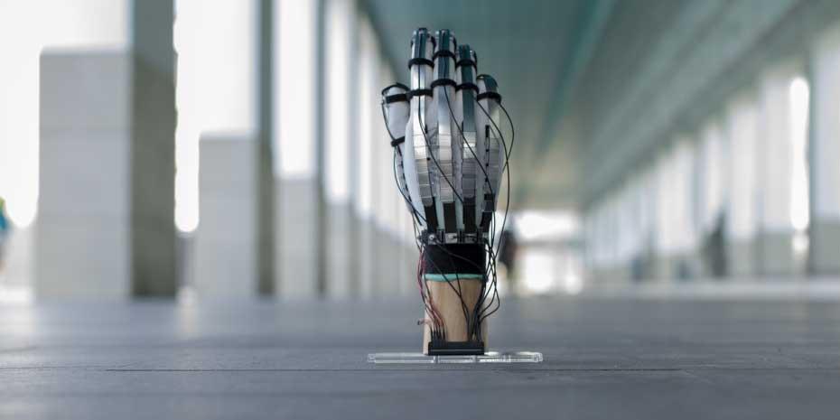 """Forscher präsentieren ultraleichten Haptik-Handschuh """"Dextres"""""""