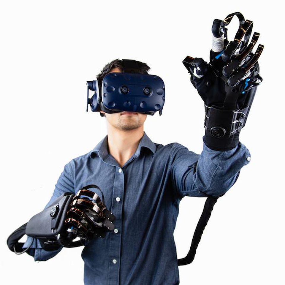 Rechtfertigt der Mehrwert an Immersion den Aufwand? Ein Bild der technisch wohl fortschrittlichsten haptischen Handschuhe von HaptX.