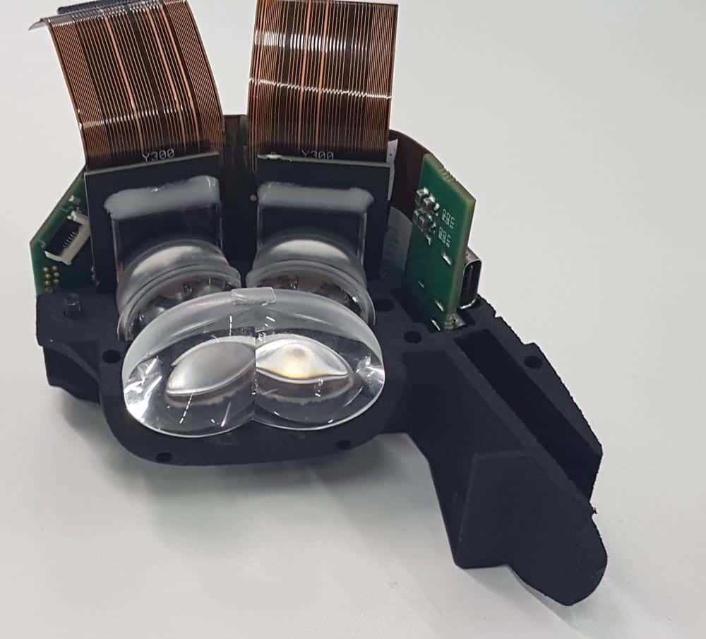Das kompakte optische System vor den OLED-Mikrodisplays. Bild: Fraunhofer FEP