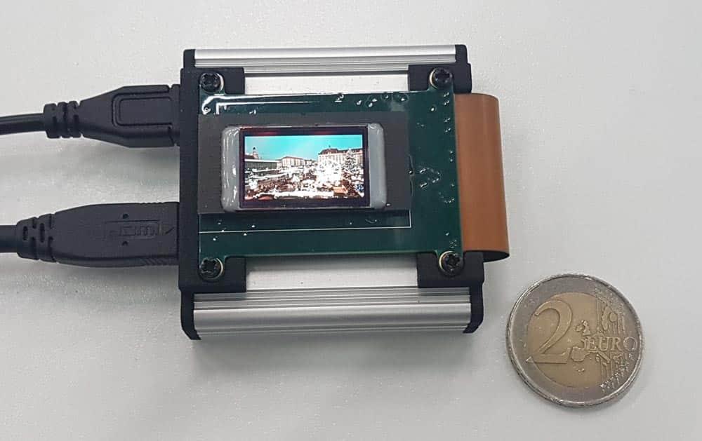 Blick aufs OLED-Mikrodisplay - es ist wirklich Mikro. Bild: Kammann