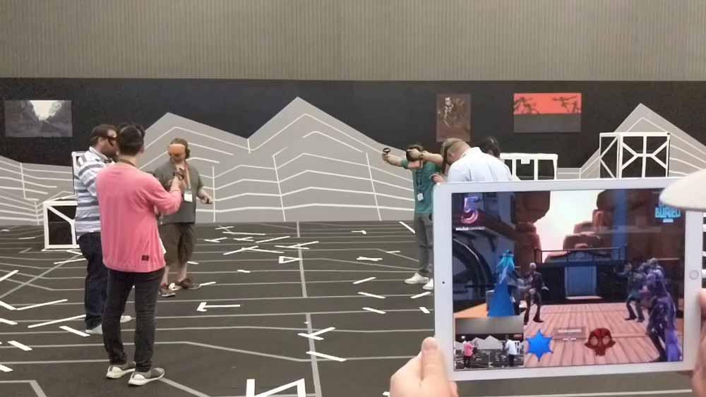Gemeinsam mit Partnern will Oculus die Märkte für ortsbasierte VR-Angebote und Heim-VR besser vernetzen:In der Spielhalle sollen Besucher die VR-Brille lieben lernen - und sich dann ein Gerät für den Heimgebrauch kaufen.