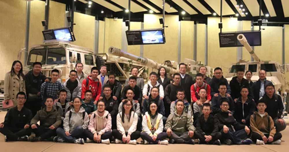 31 Jugendliche wurden in China für ein experimentelles Forschungsprogramm ausgewählt. Ziel ist die Entwicklung KI-gestützter Waffensysteme.