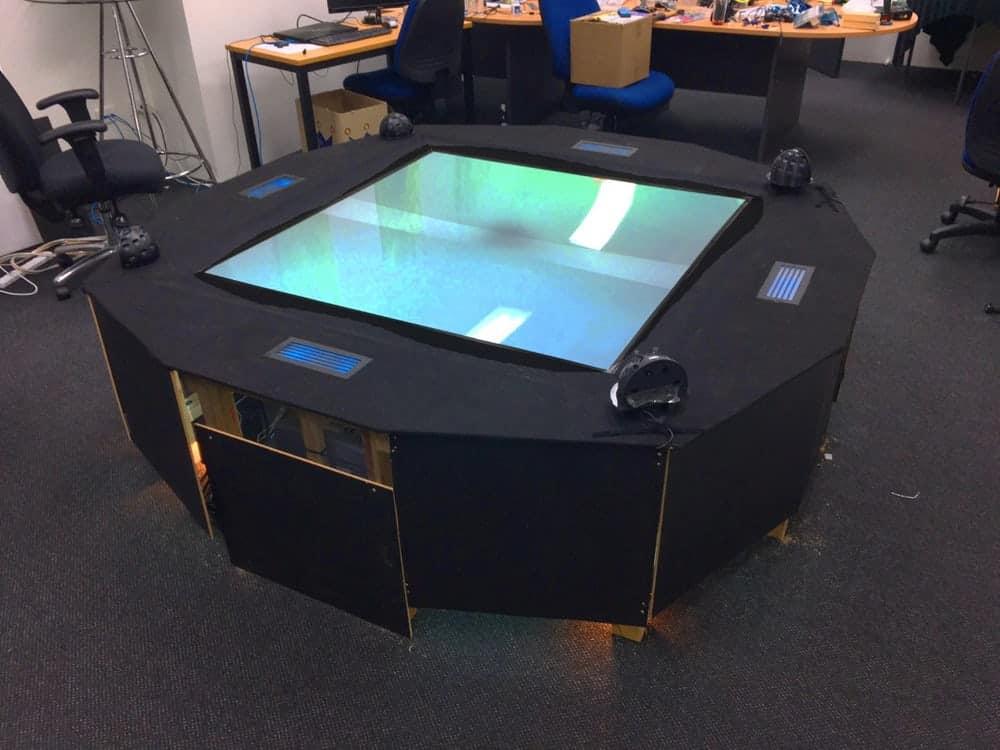 Für Zuschauer etwas langweilig - der Holo-Tisch ohne 3D-Brille. Bild: Euclideon