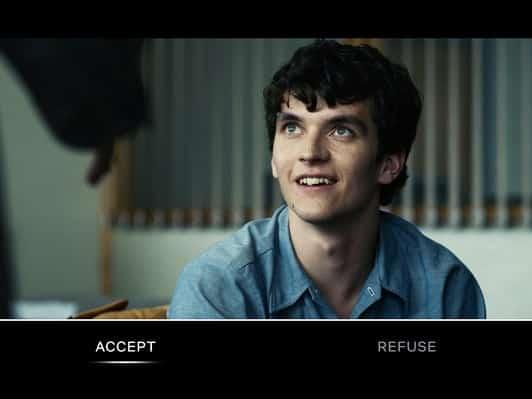 Über die Fernbedienung oder eine Smartphone-App nimmt man an der Erzählung teil. Bild: Netflix