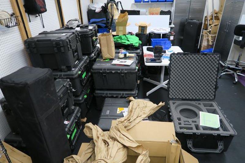 Ebenfalls über sind viele Kamera-Boxen ...