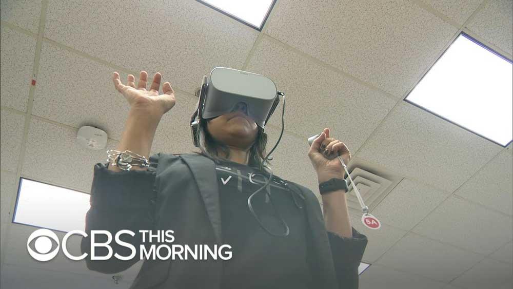 Der US-Mobilfunkbetreiber Verizon setzt VR-Training ein, um Mitarbeiterinnen und Mitarbeiter auf eine Extremsituation am Arbeitsplatz vorzubereiten, die nicht alltäglich ist: einen Raubüberfall.
