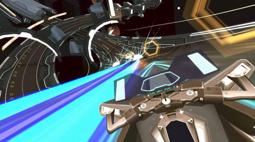 Der goldene Hex-Ring vor der Nase erhöht die Geschwindigkeit wieder, die durch Lücken im Boden reduziert wird. Das erzeugt eine interessante Spieldynamik. Bild: Coplanar Games
