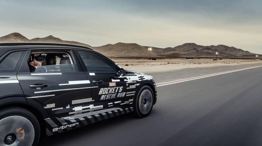 Holoride will das Autofahren mit VR-Unterhaltung verbinden: Fahrgäste sollen VR-Erlebnisse haben, die sich den Fahrbewegungen des Autos anpassen.