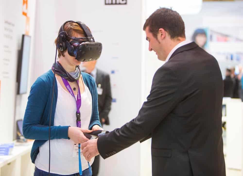 Auf der Learntec 2019 gehen Theorie und Praxis Hand in Hand. Probieren Sie VR- und AR-Lerndemos aus. Bild: KMK / Behrendt &Rausch