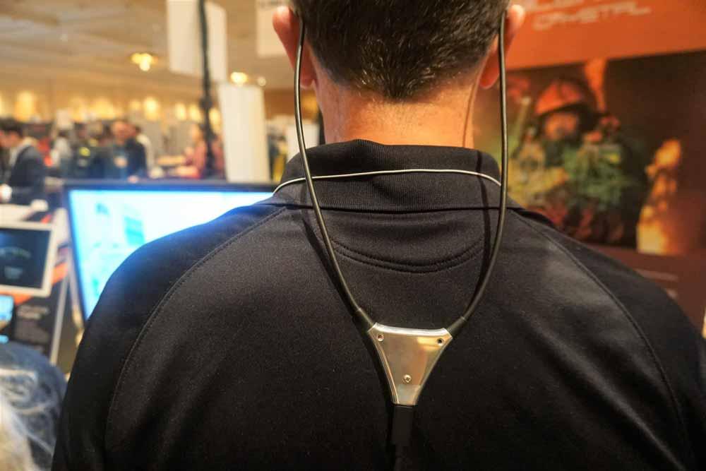 Das USB-C-Kabel wird im Magic-Leap-One-Stil zur Brille geführt. Bild: Scharon Harding / Tom's Hardware
