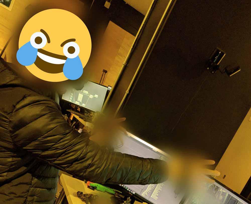 Der Inhaber eines VR-Spielestudios publiziert ein Bild von sich mit einer unbekannten VR-Brille auf dem Kopf - und löscht es gleich darauf. Ist es Valves neue VR-Brille? Vieles deutet darauf hin.