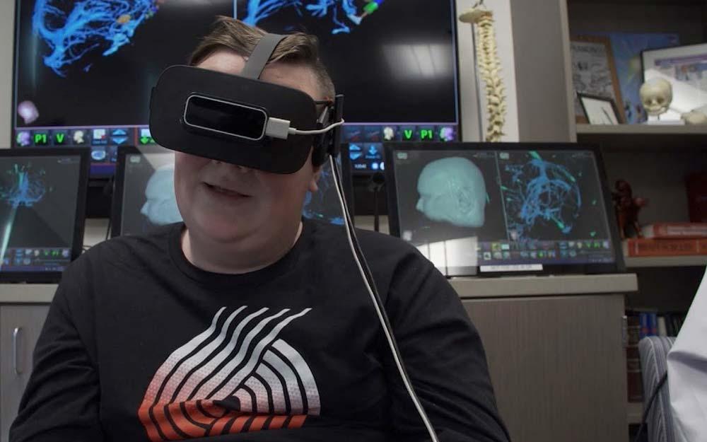 Ein US-Kinderkrankenhaus lässt Patienten vor einer Operation mit der VR-Brille ins eigene Gehirn reisen.