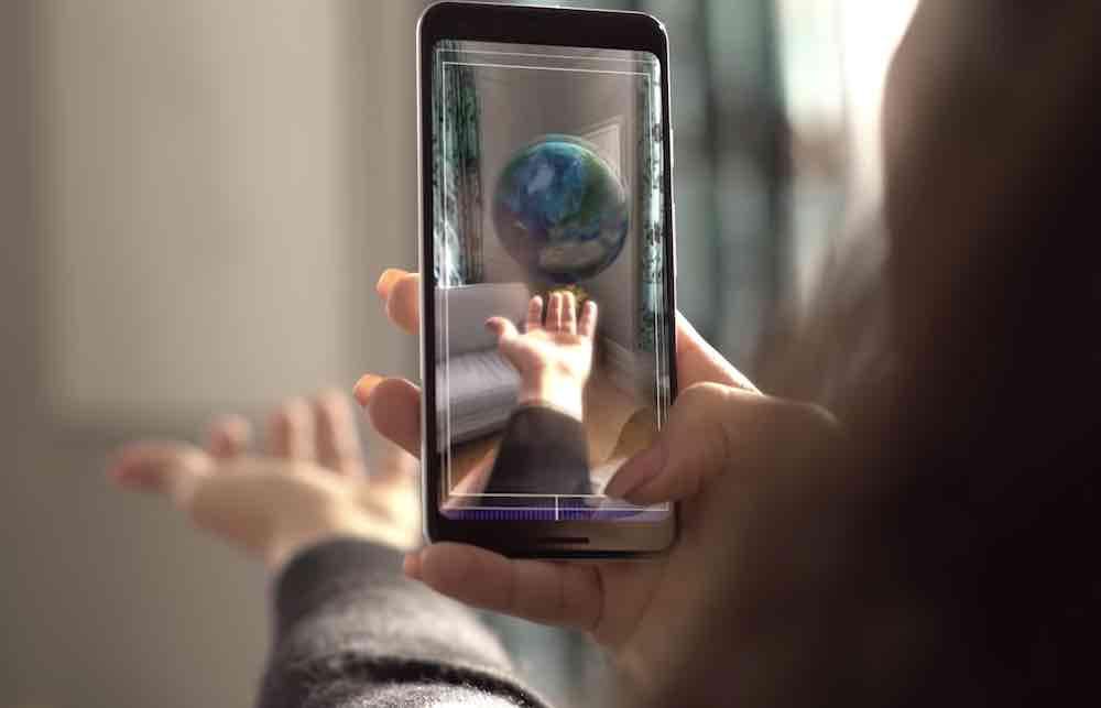 Google hat eine AR-Erfahrung veröffentlicht, die mit dem CERN entwickelt wurde und die Geschichte des Universums veranschaulicht.