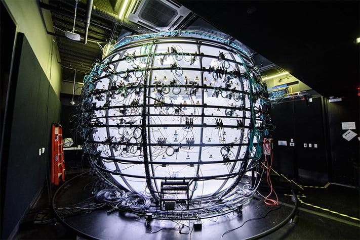 In dieser Fotobox werden die 3D-Modelle abfotografiert. Für den Endverbraucher ist das zu aufwendig. Bild: Facebook