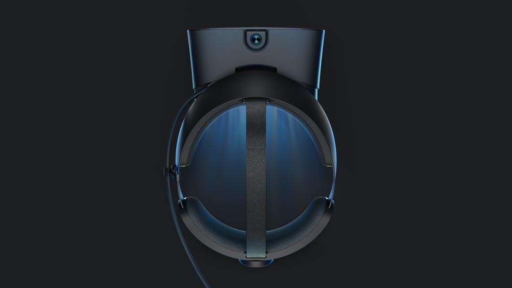 Eine Trackingkamera ist nach oben ausgerichtet, um die Controller zu erfassen, wenn man sie über den Kopf hält. Bild: Oculus