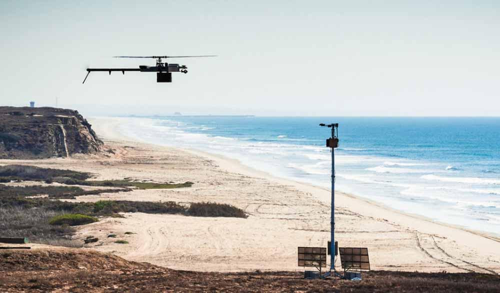 Überwachungsturm mit Drohne: Den Strom speist die Sonne, die Drohne fliegt autonom. Bild: Anduril