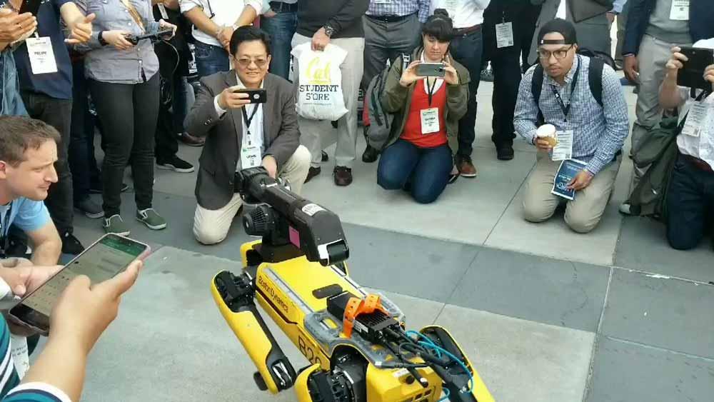 Der mechanische Hund Spotmini wird Boston Dynamics erster Roboter, der offiziell in den Verkauf geht.