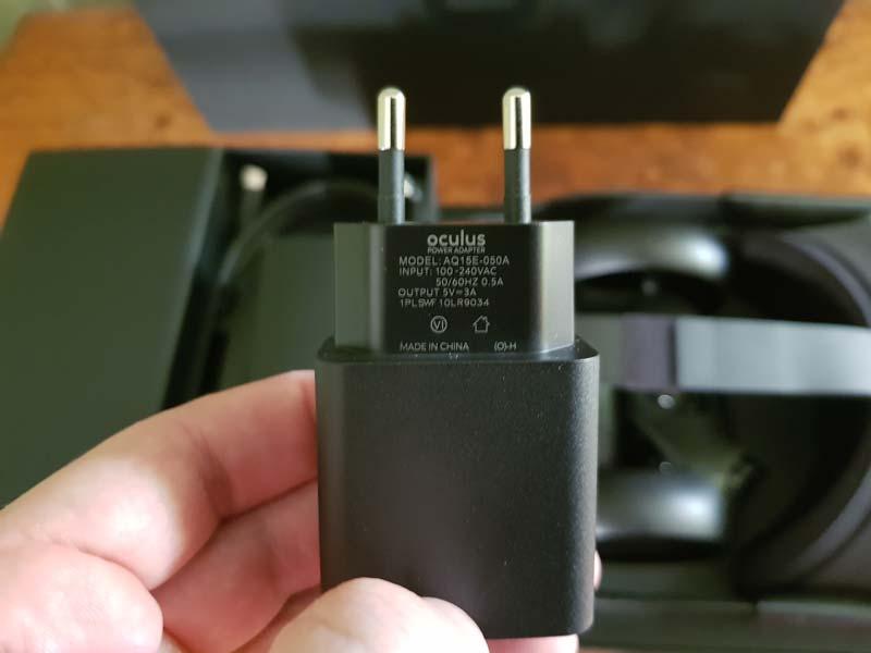 Sogar der Stecker hat ein Oculus-Branding. Bild: Bastian