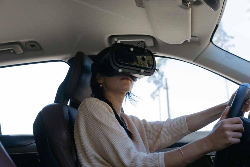 Bei Volvo darf man mit der Mixed-Reality-Brille sogar hinters Steuer. Bild: Varjo