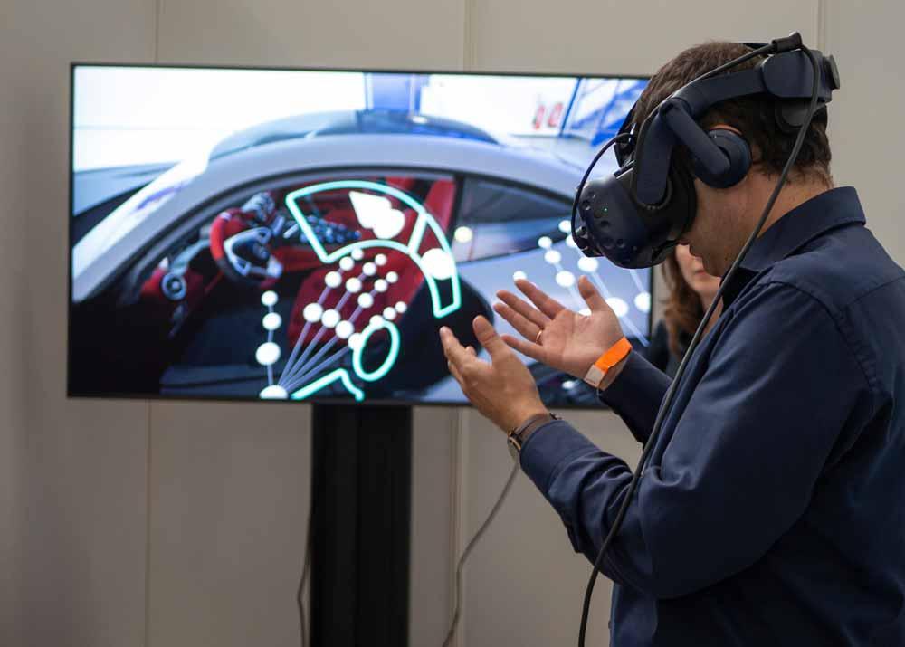 Auf der XR Expo kann man seine Hände virtuell neu entdecken. Foto: XR Expo