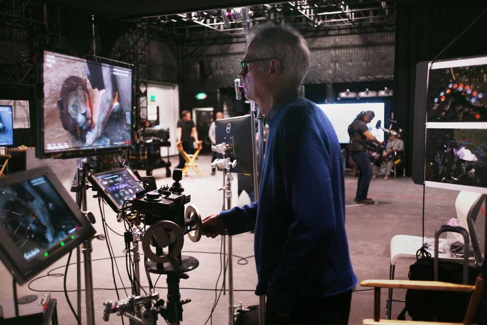 CGI-Check am Monitor. Was filmt der VR-Kameramann? Bild: Disney