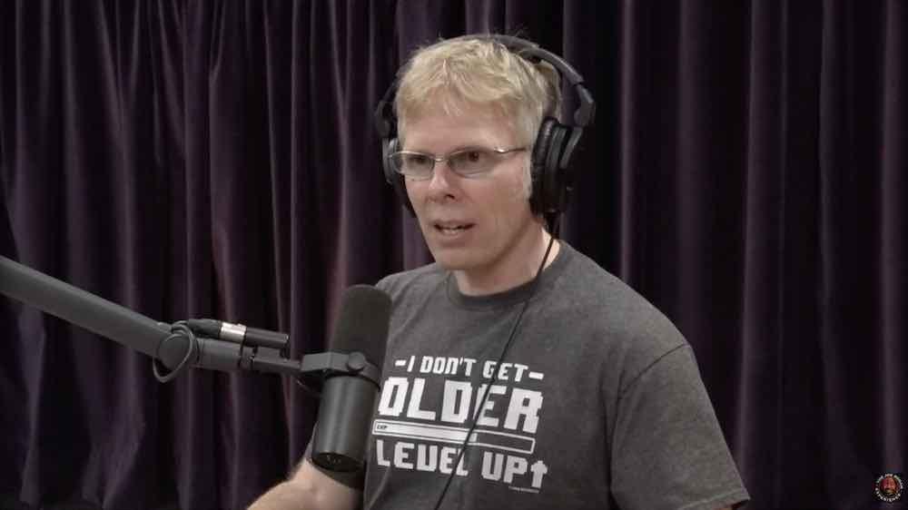 Der US-Podcaster Joe Rogan hatte gestern Programmierlegende und Oculus-Technikchef John Carmack bei sich zu Gast.