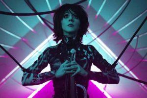 "Die besonders bei Computerspielfans beliebte Geigerin Lindsey Stirling kommt in den VR-Club ""The Wave""."