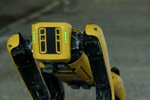 """Boston Dynamics lässt den agilen Roboterhund Spot (ehemals """"SpotMini"""") auf die Welt los. Zumindest teilweise."""