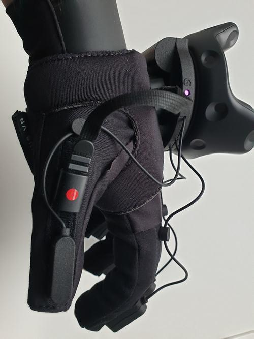 Manus Prime Haptic Handschuh Seitenansicht mit Resonanzmodulen