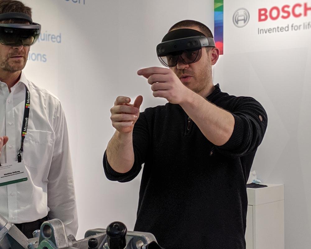 Mit Hololens 2 funktioniert endlich die Handinteraktion. Bild: MIXED