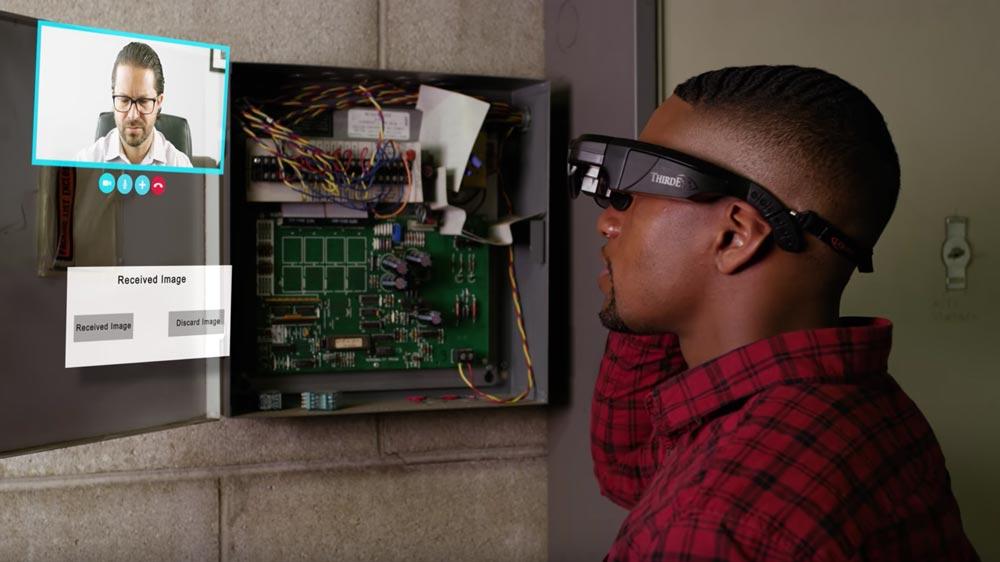 Ein mögliches Anwendungsszenario für X2: Die AR-Fernwartung über Skype. Bild: ThirdEye