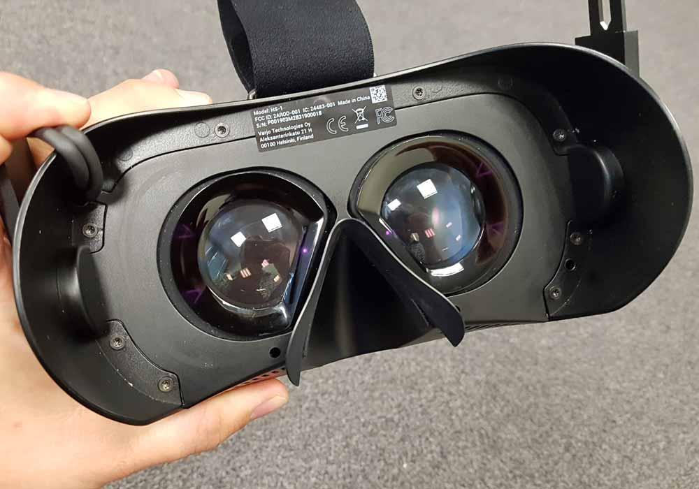 Die Doppellinsen von Varjo VR-1 sollen Lichtblitzern und Farbverfälschungen vorbeugen. Bild: MIXED