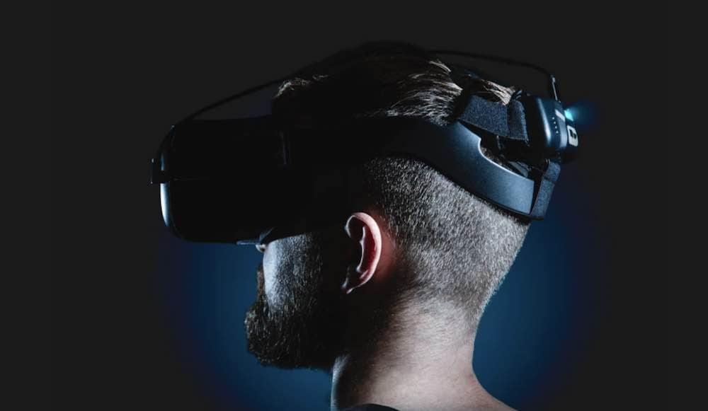 Die begrenzte Batterielaufzeit und Vorderlastigkeit der Oculus Quest sind zwei Schwächen der autarken VR-Brille. Ein neues Zubehör will beide Nachteile beheben.