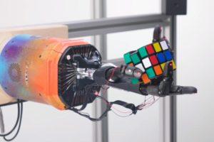 Mit nur einer Hand: OpenAI-Roboter löst den Zauberwürfel