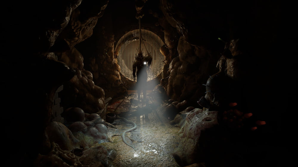 Dreckiger, dunkler Tunnel in Half Life Alyx, Charakter leuchtet mit Taschenlampe